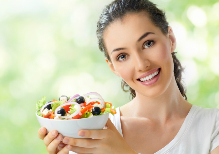 Women-in-Healthy-Foods-Bowl