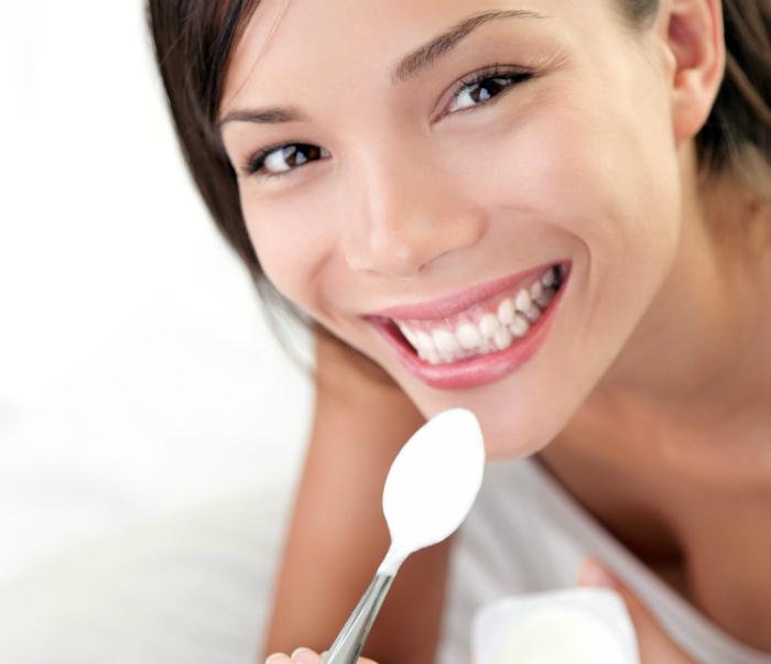 woman-eating-yogurt3