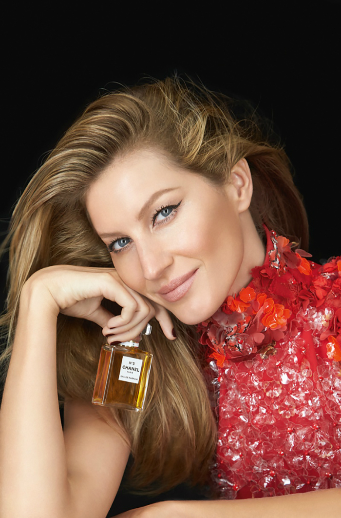 Gisele-Bundchen-Chanel-No-5-Red-Dress-Ad-Campaign01