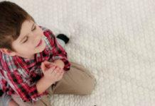 παιδί και πίστη στον Θεό