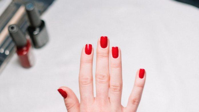Επικίνδυνα Υλικά νύχια
