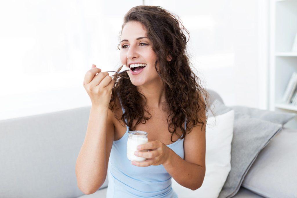 Γιαούρτι βοηθά να μην μυρίζει η ανάσα το πρωί