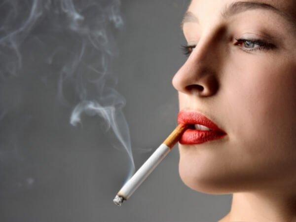 Κάπνισμα γυναίκα πρόωρη γήρανση
