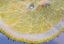Ροφημα χωρίς αλκοολ με λεμονι