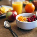 Υγιεινό πρωινό παιδί στο δημοτικό
