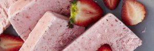 Semifreddo με μαρέγκες και φράουλες