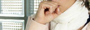 """Πονόλαιμος: Τι κρύβεται πίσω από ένα αθώο """"γρατζούνισμα"""";"""